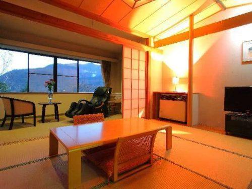 箱根の山が見える寛ぎの和室