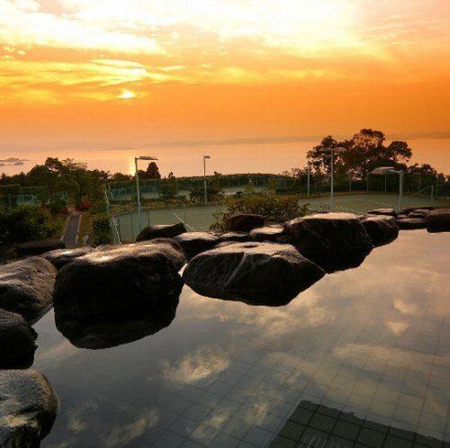 絶景の夕陽を望む露天風呂