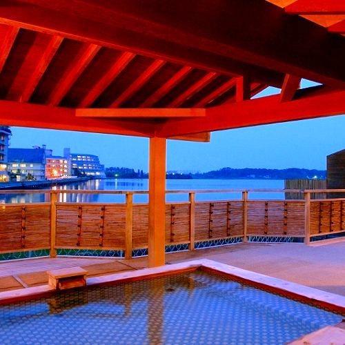 柴山湖を一望する露天風呂