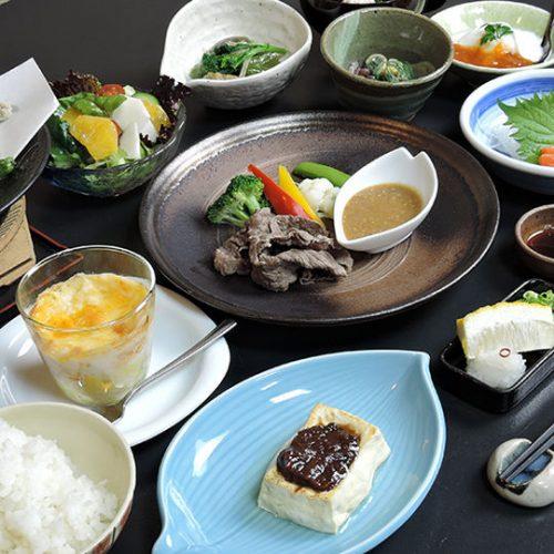 信州の食材や味覚を取り揃えた料理